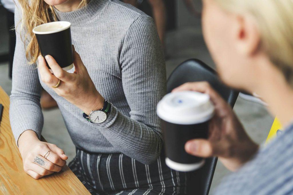takeaway coffee 1024x683 - Tổng hợp những ý tưởng kinh doanh nhỏ mới nhất 2020